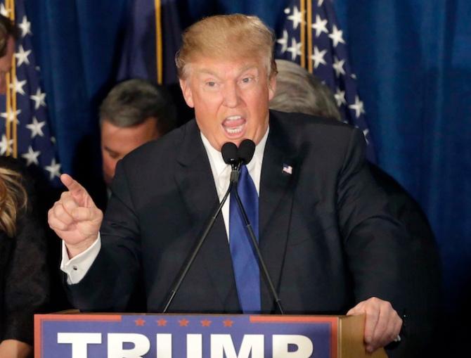 Donald Trump da un discurso a sus partidarios tras ganar las primarias republicanas de New Hampshire en Manchester, New Hampshire, el martes 9 de febrero del 2016. (Foto AP/David Goldman)